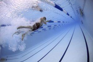 natacion para perder grasa y marcar abdomen
