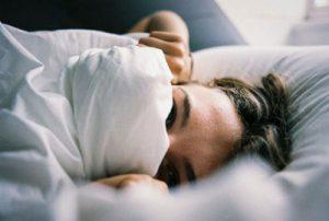 dormir habitación con algo de frio para per peso